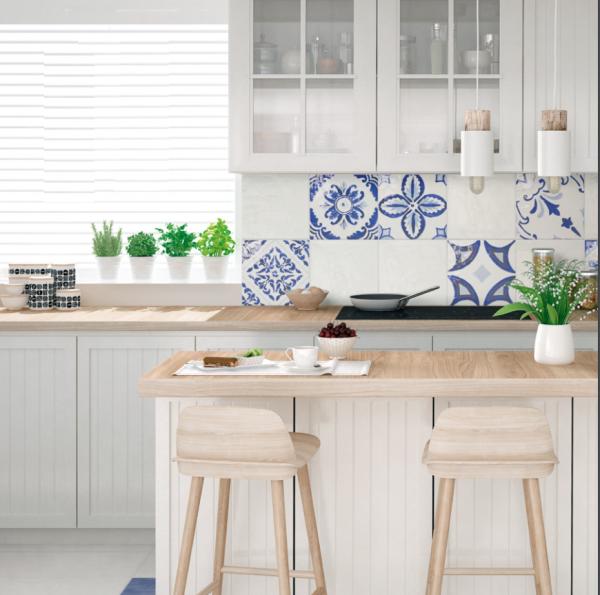 Rivestimento Decorato Bianco Blu Azzurro Polveri Vietresi Forio La Fenice